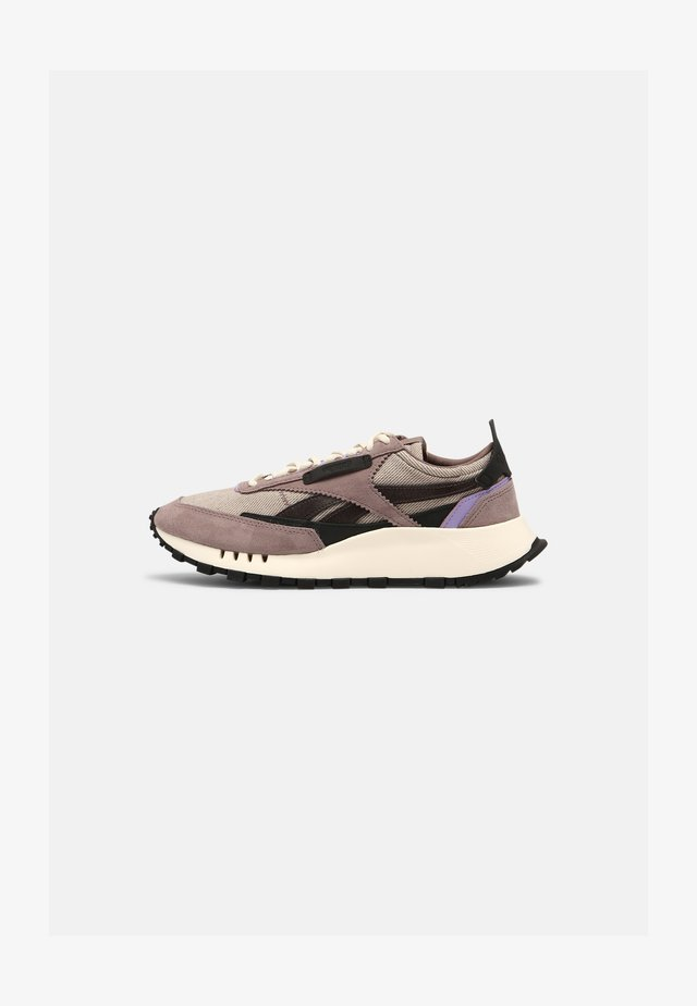 X ASAP NAST CL LEGACY UNISEX - Matalavartiset tennarit - sandy taupe/crisp purple/black
