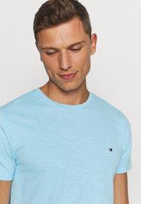 Tommy Hilfiger - SLUB TEE - T-shirt - bas - sail blue - 3