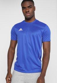 adidas Performance - AEROREADY PRIMEGREEN JERSEY SHORT SLEEVE - T-shirt z nadrukiem - blue/white - 0