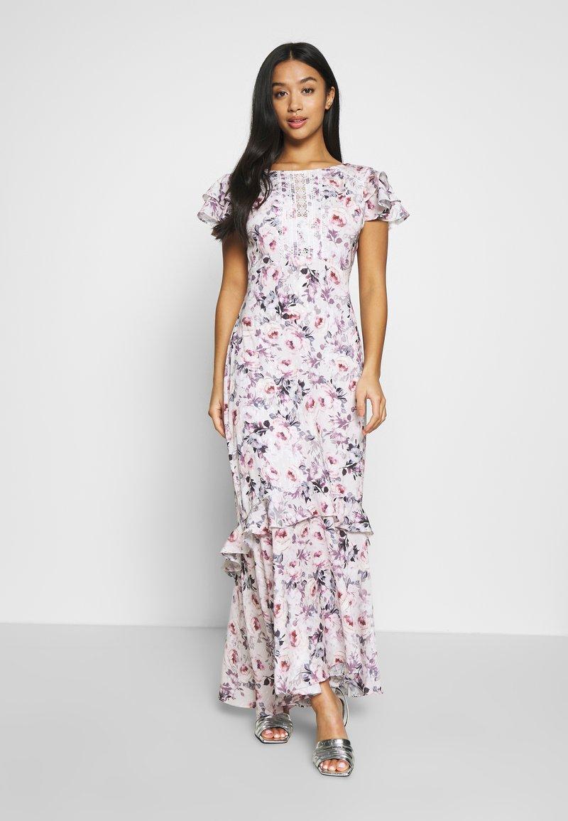 Forever New Petite - FLORAL PETITE - Długa sukienka - white