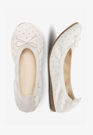 PINK STUDDED FLEXI BALLET SHOES (OLDER) - Bailarinas - white