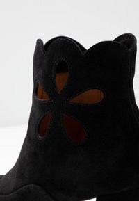 Chie Mihara - MODRA - Classic ankle boots - black - 2