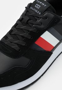 Tommy Hilfiger - CORPORATE FLAG RUNNER - Trainers - black - 5