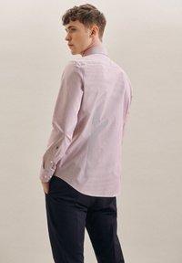 Seidensticker - BUSINESS - Formal shirt - rot - 1