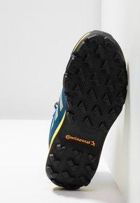 adidas Performance - TERREX MID GORE-TEX - Fjellsko -  blue beauty/grey one/shock yellow - 5