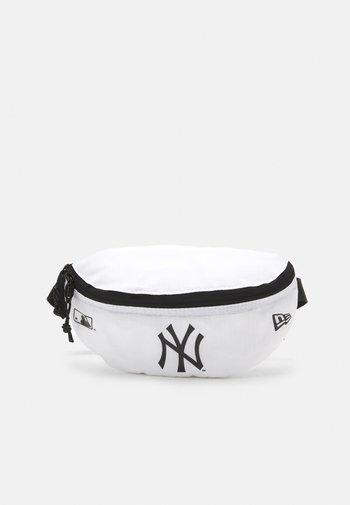 MINI WAIST BAG UNISEX - Bum bag - white