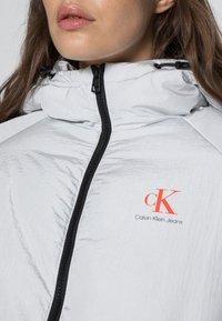 Calvin Klein Jeans - BIG LOGO PUFFER - Winter jacket - stone grey - 4