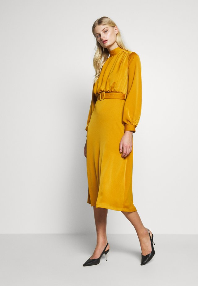 CLOSET HIGH NECK MIDI DRESS - Korte jurk - mustard