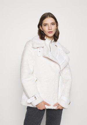 Zimní kabát - cream
