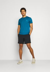 The North Face - MEN'S REAXION AMP CREW - Basic T-shirt - moroccan blue - 1