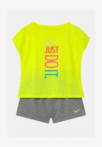 Nike Sportswear - SET - Triko spotiskem - carbon heather - 0
