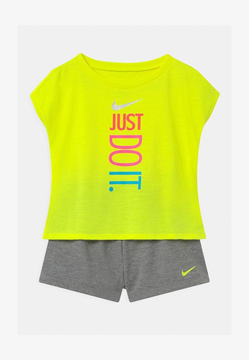 Nike Sportswear - SET - Triko spotiskem - carbon heather