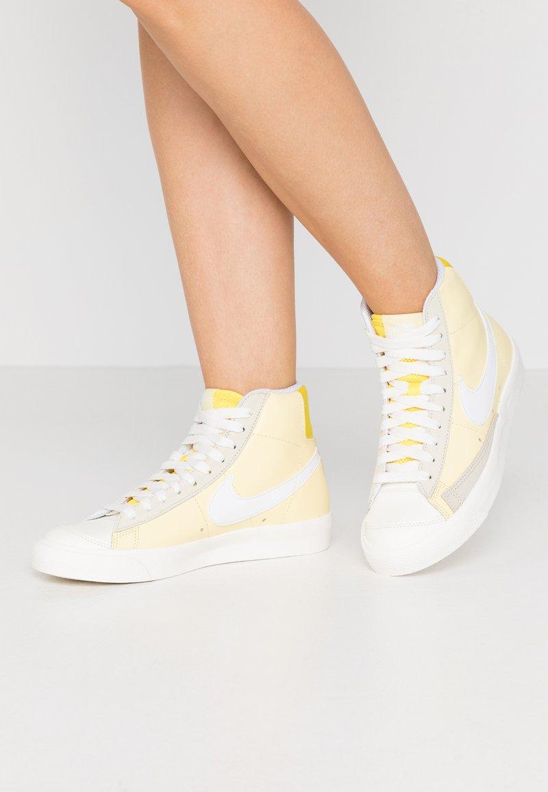 Nike Sportswear - BLAZER 77 - Zapatillas altas - bicycle yellow/white/opti yellow/sail