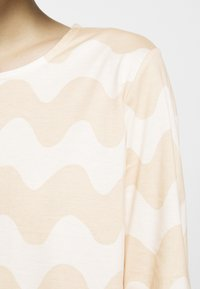 Marimekko - CLASSICS RIIPPUMATON PIKKUINEN LOKKI DRESS - Jersey dress - white/beige - 7