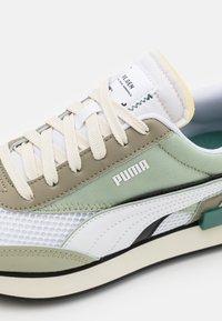 Puma - FUTURE RIDER DOUBLE V2 RE.GEN - Trainers - white/vetiver/desert sage - 7