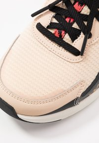 Skechers Sport - AIR STRATUS - Joggesko - natural/black hot melt/red