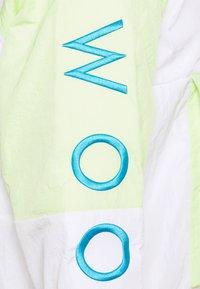 Nike Sportswear - Veste coupe-vent - barely volt/white/white/volt - 2