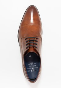 Bugatti - LAIR - Eleganckie buty - cognac - 1