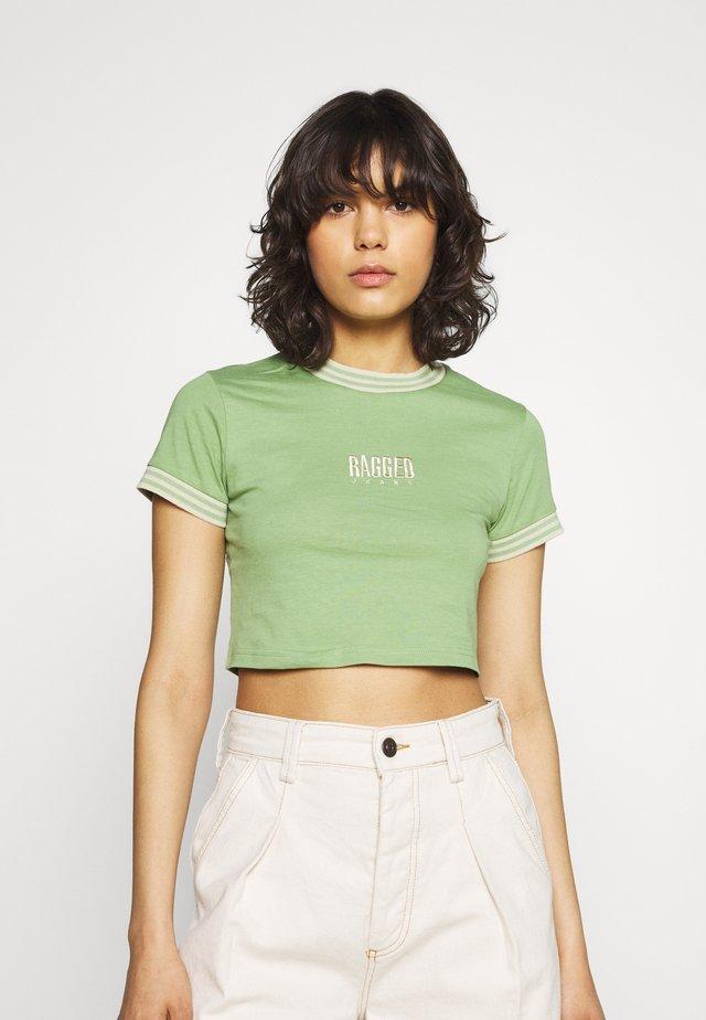 PRIME TEE - T-shirts med print - green/beige