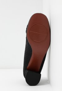 Chie Mihara - Classic heels - danko - 6