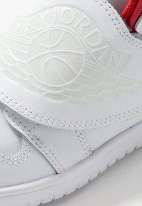 Jordan - SKY 1 UNISEX - Basketball shoes - white/summit white/varsity red - 2