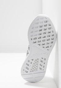 adidas Originals - DEERUPT RUNNER - Trainers - footwear white/core black/grey two - 4
