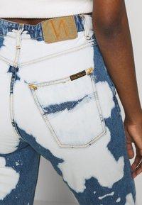 Nudie Jeans - BREEZY BRITT - Straight leg -farkut - tie dye - 4
