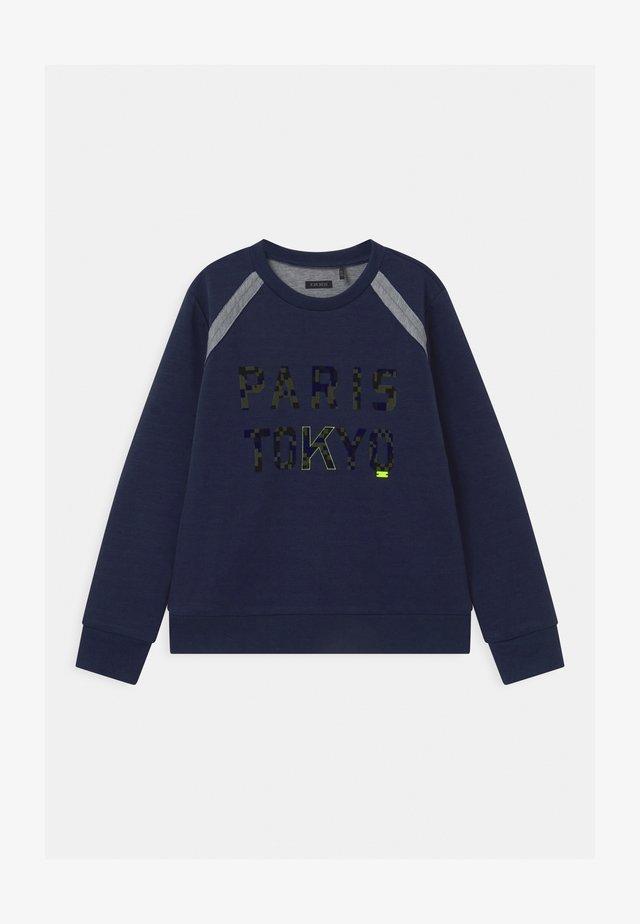 TOKYO CAMOFLAUGE  - Langærmede T-shirts - indigo/gris