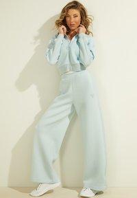 Guess - Trousers - himmelblau - 0