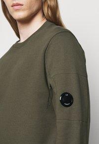 C.P. Company - CREW NECK - Sweatshirt - ivy green - 4