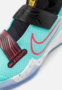 Nike Performance - ZOOM FLIGHT UNISEX - Basketbalschoenen - aurora green/laser crimson/black - 5