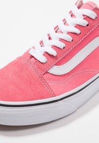 Vans - OLD SKOOL - Trainers - strawberry pink/true white - 2