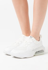 Nike Sportswear - AIR MAX VERONA - Trainers - summit white - 0