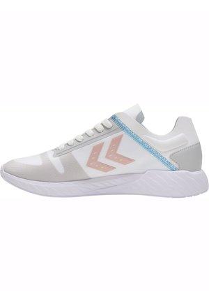 Trainers - white/peachy keen