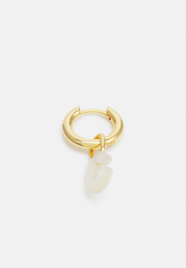 LUCID LETTER HUGGIE C - Oorbellen - gold-coloured