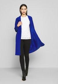ONLY Tall - ONLUNNA DRAPY COAT TALL  - Zimní kabát - mazarine blue - 1