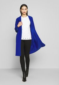 ONLY Tall - ONLUNNA DRAPY COAT TALL  - Kåpe / frakk - mazarine blue - 1
