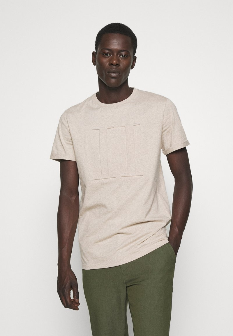 Les Deux - EMBOSSED ENCORE  - Basic T-shirt - light brown melange