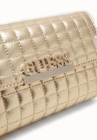 Guess - MATRIX XBODY BELT BAG - Marsupio - gold - 3