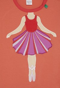Fred's World by GREEN COTTON - HELLO BALLET  - Langærmede T-shirts - warm coral - 3