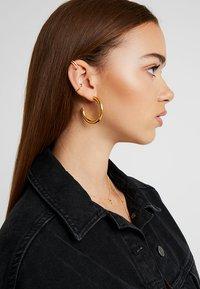 Astrid & Miyu - WISHBONE EAR CUFF - Earrings - gold-coloured - 1