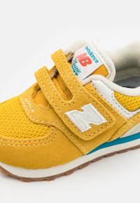 New Balance - IV574HB2 UNISEX - Trainers - yellow - 5