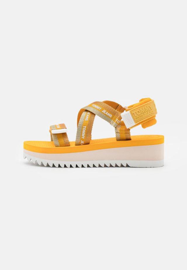 STRAPPY - Sandály na platformě - florida orange