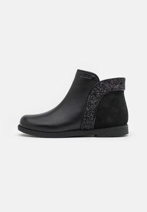 SHAWNTEL GIRL - Korte laarzen - black