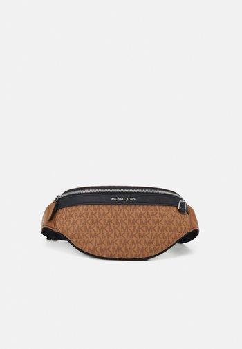SMALL HIP BAG UNISEX - Bum bag - brown