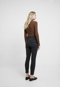 comma - Jeans Skinny Fit - black denim - 2