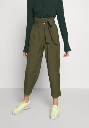 DRAPEY PAPERBAG - Trousers - foliage green