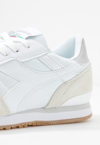 Diadora - TITAN SOFT - Trainers - white - 2