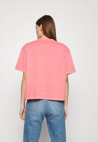 Lacoste LIVE - Print T-shirt - amaryllis - 2