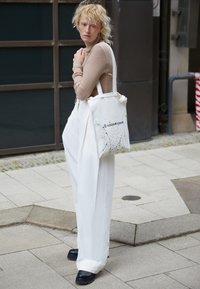 MM6 Maison Margiela - BERLIN BAG SMALL - Tote bag - white - 2